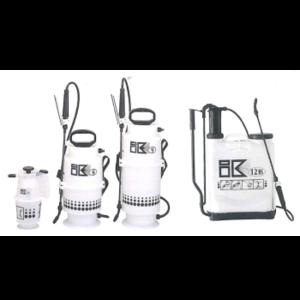 あいけいすぷれー しろありくじょ さぎょうようひん さぎょうききようひん しゅどうふんむき  殺虫剤、消臭剤、殺菌剤、農薬などを散布する噴霧器!PCO、TCOなどで使用されるプロ仕様のステンレス製の防疫用ハンドスプレー・2L、4L、6L、8Lモデル、Semco、環境機器S-Zシリーズ、S-2Z、S-4Z、S-6Z、S-8Zの通信販売:テクノ株式会社、定評のあるアジャスタブル噴口で確実に噴霧します。厚めのステンレススチール製の本体と、 耐薬性に優れたゴムホースが作業をフォローアップします。先パイプは簡単に取り外しができ、オプションのクレパスノズルやシャワーノズルなどの取付けが可能。またLCジョイント(別売)を取付けることにより四方ノズルなども取付け可能で、様々な場面での噴霧に対応できます。殺虫剤、消臭剤、殺菌剤、農薬などを散布する噴霧器!PCO、TCOなどで使用されるプロ仕様のステンレス製の防疫用ハンドスプレー・2L、4L、6L、8Lモデル、Semco、環境機器S-Zシリーズ、S-2Z、S-4Z、S-6Z、S-8Zの通信販売:テクノ株式会社