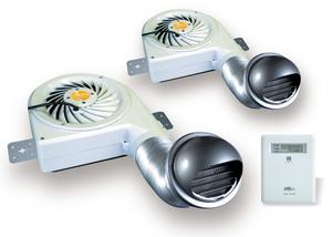 かぜのすけぶろわー|しろありくじょ|ゆかしたかんきせん|小屋裏換気で湿気・結露をシャットアウト、冷房効率アップ、シックハウス対策に!セイホープロダクツのお家の24時間換気サポートシステム・24時間換気タイプ(熱気対策用)風之介ブロワー24の通信販売:テクノ株式会社、製品名:風之介ブロワー24セット内容:本体2台、システムコントローラー(SC-240)、取付部品一式定格電圧:AC100V周波数:50/60Hz運転:強:弱切替/強:弱切替消費電力:25:13w/30:13w換気能力:240:115m3/h/235/115m3/h静圧:150:50Pa/170:55Pa騒音:41.5:22dB/41.5:23dB質量:約2.6kg換気有効面積:8〜10坪/台販売元:セイホープロダクツ株式会社下記に当てはまる物があればこれは小屋裏に原因があるかもしれません。外は涼しいのに部屋の中は蒸し暑い。冷房が効きにくい。寝苦しい夜が多い。天井や押入れにシミやカビが出てきた。部屋の中がカビ臭い。目がチカチカする。子供ガよく咳こむ。小屋裏に結露が出てきた。小屋裏換気は見えないけれど重要です!上記チェック項目はいかがでしたでしょうか?チェックが一つだけなら安心という訳ではありません。一つでも該当すればそれは住まいの危険信号なのです。本来、日本の家屋は高温多湿の気候に合わせ、開放的な造りで風通しの良い構造になっていました。しかし現代住宅は快適さを追求し、高気密化・高断熱化を進めたため、近年その弊害が指摘され始めています。住まいの換気不足による様々な問題。これは床下や小屋裏も例外ではありません。特に小屋裏にこもった熱気は、夏の冷房効果を低下させたり建築材からホルムアルデヒトをさらに発散させ、それが室内へ流入しシックハウス症候群の原因を作ります。また暖房や冷房による室内と床下・小屋裏との温度差が結露や湿気の原因になり住まいに悪影響を与えます。結露や湿気は大切な住まいの柱や木材の腐朽や、押入れなどにカビ・シロアリ・ダニの発生を促す大敵です。このような状態のままでいると、家族の健康まで脅かす恐れがあります。いつもは見えない小屋裏や床下の換気が住まいと家族の健康の重要なポイントなのです。風之介ブロワー24は24時間換気(強/弱、切替)タイプ!建築基準法ノ改正において「シックハウス法」が施行され、室内の24時間換気が義務付けされました。しかし、強制的に室内の換気を行うと、室内の気圧が下がり、天井裏等に停滞していた化学物質や湿気が室内へ引き込まれてきます。(第3種換気を行う場合に限る)「風之介ブロワー24」は天井裏を24時間連続して換気を行い、強制換気された室内よりも気圧を下げることで、化学物質や湿気が室内に流入するのを防ぎ、安全な住環境を作ります。温度センサー付コントローラーで天井裏の温度を検知して強、弱切替運転します。新設計の高性能2速モータは天井裏の温度が上昇すると強運転し、熱気を強力に排気。温度が下がると弱運転します。モータ動作中の発熱を抑え、長時間の連続使用が可能になりました。小屋裏換気で湿気・結露をシャットアウト、冷房効率アップ、シックハウス対策に!セイホープロダクツのお家の24時間換気サポートシステム・24時間換気タイプ(熱気対策用)風之介ブロワー24熱気を排出し冷房効率がアップ!小屋裏にこもった熱気は輻射熱として室内の温度を上昇させ、冷房効率を低下させます。小屋裏を換気すると小屋裏構造材にたまる蓄熱が低くおさえられ、とくに日没後の冷房効率がアップします。冷房の過剰使用を減らし家族の健康にも電気代の節約にも役立ちます。小屋裏換気で湿気・結露をシャットアウト、冷房効率アップ、シックハウス対策に!セイホープロダクツのお家の24時間換気サポートシステム・24時間換気タイプ(熱気対策用)風之介ブロワー24結露をシャットアウト小屋裏の温度変化は室内と小屋裏との温度差をしょうじさせ、結露を発生します。とくに熱伝導率の高い軽量鉄骨構造では結露が発生しやすくなります。結露は天井のシミ、カビを発生させ、また木材は水分を含むと強度が低下するため台風などで屋根が損壊するなどの事故も起こっています。小屋裏の空気を活発に動かし温度差を抑えることで結露の原因を取り除き家屋を長持ちさせます。小屋裏換気で湿気・結露をシャットアウト、冷房効率アップ、シックハウス対策に!セイホープロダクツのお家の24時間換気サポートシステム・24時間換気タイプ(熱気対策用)風之介ブロワー24家族と住まいの健康をサポートシックハウス症候群の原因となっているホルムアルデヒト、VOC(揮発性有機化合物)は合板、接着剤などに含まれており温度が高くなると発散され室内への流入が考えられます。小屋裏換気扇は高い換気能力