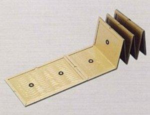 れんけつねずみねんちゃくいた|ねずみくじょ|ねんちゃく|ほかくしーと|ぷろぼーど|連結型粘着板のネズミ捕りシートプロボード10|・スタンダード粘着板の5枚連結タイプ。・超強力耐水紙使用の粘着トラップです。・高性能特殊粘着剤使用。(波状塗布)・場所にあわせて折り曲げられるスリット付き。・角が丸くなっているため廃棄のときにゴミ袋を傷つけにくい。・PPテープ留めなので、切り離し再度使用可能。・ネズミは壁際や物陰に沿って走行しますのでその場所を調べ、通路の幅に合わせ配置して下さい。・ネズミを捕り切るには、始め多めに配置するのがコツです。・ネズミが捕れないときは、場所を替えて配置して下さい。・捕れたネズミは早めに処理して下さい。(生ゴミとして処理して下さい)・対象害獣:クマネズミ、ドブネズミ、ハツカネズミなど・対象場所:工場、倉庫、倉庫、飲食店、家庭などの鼠発生箇所|連結型粘着板のネズミ捕りシートプロボード10