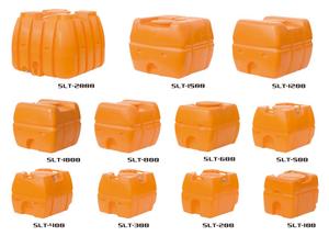 すーぱーろーりー|しろありくじょ|さぎょうようひん|やくえきたんく|回転成形による継ぎ目の無い一体成形のタンク・容器。土木・農業の現場で利用されるローリータンクをはじめ、工場・水産などで使われる丸型・角型の容器を多数ラインナップ。道路や作業現場に設置する緩衝材などの保安機材もございます。ローリータンク100L200L300L400L500L600L800L1000L1200L1500L2000L3000Lのスタンダードモデル、耐衝撃性・耐久性に優れた液体運搬用タンク、農作業における散水防除用に工事における作業用水用に紫外線に強い黒色製品もラインナップ!薬品の運搬、比重が1.0を超えるもの、その他特殊な液体等をご使用の場合は当社営業部または販売店までお問い合わせください。ご使用前に、必ず水張りテスト及び水洗いをお願いします。特にバルブ、ドレン口の水漏れが無いことを確認してください。タンク本体の目盛りは目安としてご使用ください。据付設置、埋設用にはご使用にならないでください。運搬時にはしっかりロープをかけて、マンホールはしっかり締めてください。保管は子喬近づかない所にし、マンホールはしっかり締めてください。エンジン、モーターなど発熱するものや排気ガスなどが直接当たらぬようにしてください。SLT型スーパーローリーの通信販売:テクノ株式会社、スイコー株式会社、永田製作所回転成形による継ぎ目の無い一体成形のタンク・容器。土木・農業の現場で利用されるローリータンクをはじめ、工場・水産などで使われる丸型・角型の容器を多数ラインナップ。道路や作業現場に設置する緩衝材などの保安機材もございます。ローリータンク100L200L300L400L500L600L800L1000L1200L1500L2000L3000Lのスタンダードモデル、耐衝撃性・耐久性に優れた液体運搬用タンク、農作業における散水防除用に工事における作業用水用に紫外線に強い黒色製品もラインナップ!薬品の運搬、比重が1.0を超えるもの、その他特殊な液体等をご使用の場合は当社営業部または販売店までお問い合わせください。ご使用前に、必ず水張りテスト及び水洗いをお願いします。特にバルブ、ドレン口の水漏れが無いことを確認してください。タンク本体の目盛りは目安としてご使用ください。据付設置、埋設用にはご使用にならないでください。運搬時にはしっかりロープをかけて、マンホールはしっかり締めてください。保管は子喬近づかない所にし、マンホールはしっかり締めてください。エンジン、モーターなど発熱するものや排気ガスなどが直接当たらぬようにしてください。SLT型スーパーローリーの通信販売:テクノ株式会社、スイコー株式会社、永田製作所