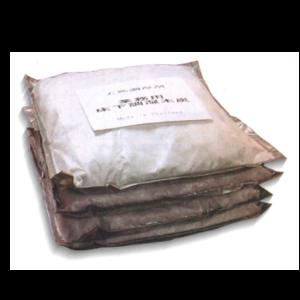 すーぱーすみどら|しろありくじょ|ゆかしたちょうしつざい|床下の環境づくりは健康で快適な暮らしを守ります!床下調湿木炭を敷き詰めるだけで床下から発生する湿気を吸湿・放湿、スーパー炭ドラの通信販売:テクネットストア、製品名:スーパー炭ドラ、成分:木炭、その他、内容量:1箱(2kg×4袋)、袋サイズ:48×48cm、1坪への使用量:16袋、効能:床下の除湿、販売元:ケミプロ化成株式会社、住まいの健康管理は床下から。床下からの湿気はカビやダニなどを発生させ、また大切な家族の病気を引き起こす原因にもなります。「住まいを守りそこに住む人々の健康を守る」それには、まず床下の環境づくりが必要です。「スーパー炭ドラ」は床下に敷き詰めるだけで床下から発生する湿気を吸湿・放湿してくれ、また環境にもやさしく住まいの健康で快適な暮らしを実現します。湿気による被害は深刻、手遅れになる前に業務用床下調湿木炭スーパー炭ドラで対策しましょう!湿気による主な被害はカビ、ダニ、シロアリ、腐朽など。炭の持つ6つの特性、炭は多孔質の微細構造を持っており内部表面積が大きいため吸着性、吸湿性、通気性に優れています。除湿・調湿効果。化学物質吸着効果。消臭効果。マイナスイオン効果。断熱材効果。有害電磁波遮蔽効果。床下調湿木炭スーパー炭ドラは1袋2kg入り(サイズ48cm×48cm)で1坪に16枚敷き詰めます。袋下面(床下土壌設置面)は水分を通さないクロスラミとなっております。袋上面は特殊な不織布で、炭の粉が飛散せず、通気性にも優れている繊維で出来ています。20年以上育成し、ゴムの樹液が出なくなったゴムの廃材を築窯で焼成した黒炭です。pH値は97(JIS規格試験法)のアルカリ性です。床下の環境づくりは健康で快適な暮らしを守ります!床下調湿木炭を敷き詰めるだけで床下から発生する湿気を吸湿・放湿、スーパー炭ドラの通信販売:テクネットストア